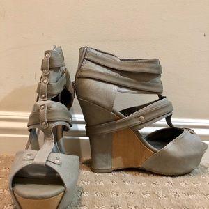 Women's size 9 Wedge Grey Sandal